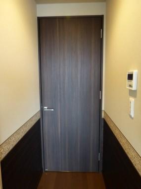 くり抜き前のドア
