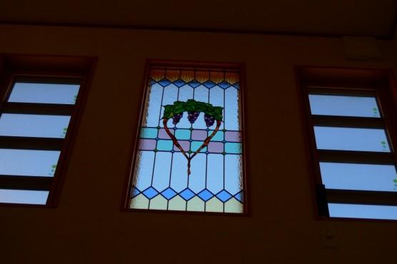 玄関吹き抜け はめ殺し窓 約W600×H1300