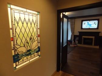 兵庫県神戸市 S様邸 白鳥・馬ステンドグラス リビングはめ殺し窓&玄関ホールニッチ 積水ハウス 施工前後比較写真