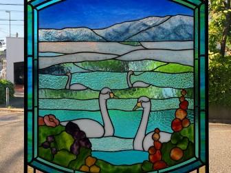 北海道屈斜路湖畔 カフェ花音 白鳥&風景ステンドグラス