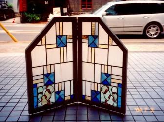 (2)旧家のステンドグラスを修理&衝立にリメイク