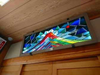 静岡県富士宮市 富士山本宮浅間大社LED内蔵ステンドグラス 村上豊先生コラボレーション作品