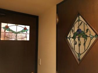 (101)京都府京都市M様邸② マンション室内ドア バラ柄ステンドグラス ・ドアに多数設置 ドアは当社にて制作