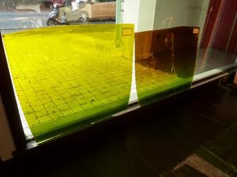 フリモント社・アンティークガラス 西日で床への写り込み写真有り