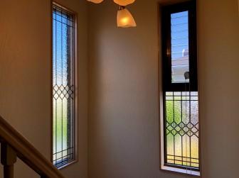 (126)奈良県奈良市Y様邸 階段室はめ殺し窓セミオーダーTW-11目隠し対策 施工前後比較写真