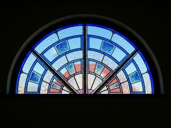 (129)大阪府豊中市M様邸② 2階ホール吹抜け アーチ型はめ殺し窓 施工前後比較写真・目隠し対策
