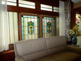 (1)旧家のステンドグラスを修理&衝立にリメイク 奈良県葛城市