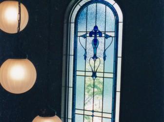 大阪府豊中市 階段室吹き抜け アーチ窓