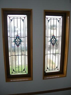 開閉窓の為、ペアガラス内蔵ステンドグラス