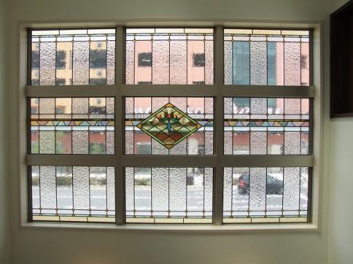 リビング吹き抜けの大きなFIX窓(ペアガラス内蔵)